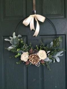 Easy DIY Outdoor Winter Wreath For Your Door 28