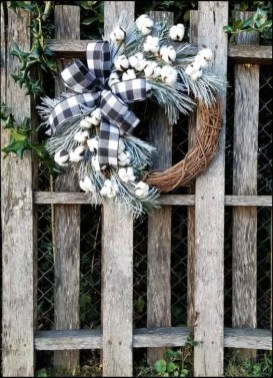 Easy DIY Outdoor Winter Wreath For Your Door 33