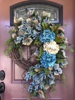 Easy DIY Outdoor Winter Wreath For Your Door 54