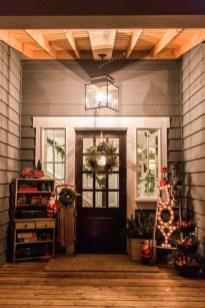 Joyful Front Porch Christmas Decoration Ideas 13