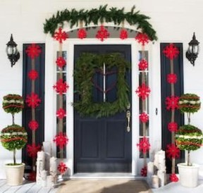 Joyful Front Porch Christmas Decoration Ideas 16