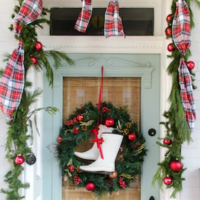 Joyful Front Porch Christmas Decoration Ideas 29
