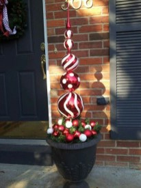 Joyful Front Porch Christmas Decoration Ideas 41