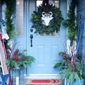 Joyful Front Porch Christmas Decoration Ideas 43