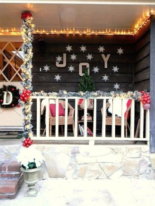 Joyful Front Porch Christmas Decoration Ideas 46