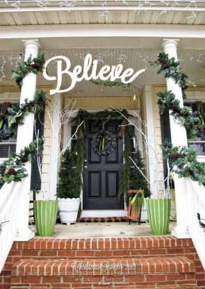 Joyful Front Porch Christmas Decoration Ideas 47