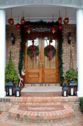 Joyful Front Porch Christmas Decoration Ideas 48