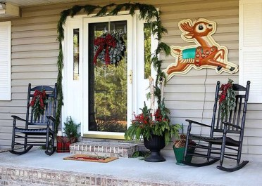 Joyful Front Porch Christmas Decoration Ideas 58