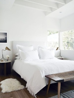 Minimalist But Beautiful White Bedroom Design Ideas 24