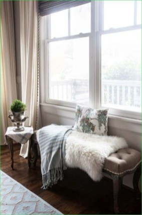 Simple And Easy DIY Winter Decor Ideas For Your Apartment 24