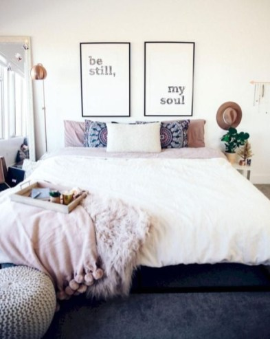 Simple And Easy DIY Winter Decor Ideas For Your Apartment 33