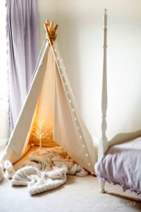 Simple And Easy DIY Winter Decor Ideas For Your Apartment 38