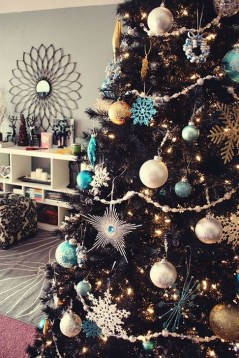 Totally Inspiring Black And Gold Christmas Decoration Ideas21