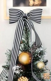 Totally Inspiring Black And Gold Christmas Decoration Ideas22