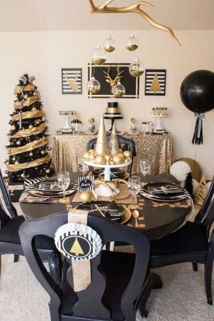 Totally Inspiring Black And Gold Christmas Decoration Ideas27