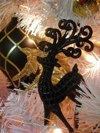 Totally Inspiring Black And Gold Christmas Decoration Ideas28