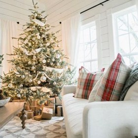 Totally Inspiring Black And Gold Christmas Decoration Ideas54