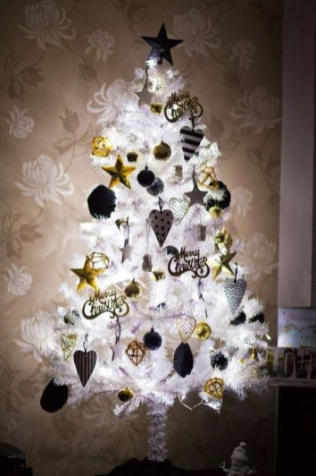 Totally Inspiring Black And Gold Christmas Decoration Ideas58