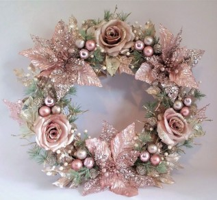 Unique Christmas Wreath Decoration Ideas For Your Front Door 04