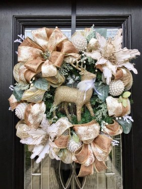 Unique Christmas Wreath Decoration Ideas For Your Front Door 06