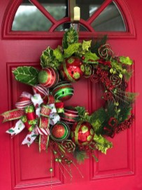 Unique Christmas Wreath Decoration Ideas For Your Front Door 11