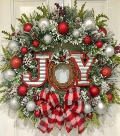 Unique Christmas Wreath Decoration Ideas For Your Front Door 12
