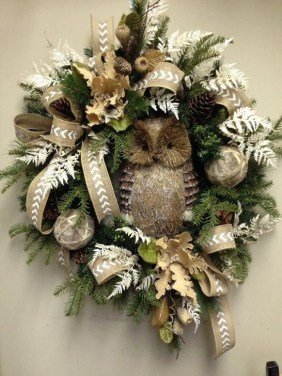 Unique Christmas Wreath Decoration Ideas For Your Front Door 25