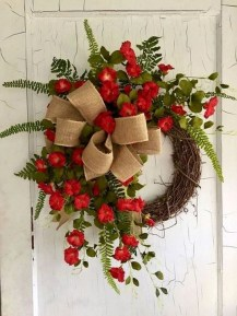 Unique Christmas Wreath Decoration Ideas For Your Front Door 38