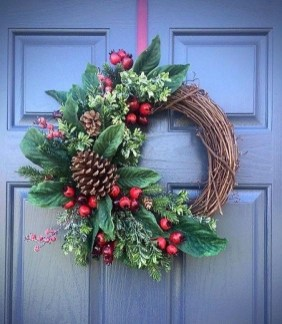 Unique Christmas Wreath Decoration Ideas For Your Front Door 51