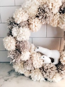 Unique Christmas Wreath Decoration Ideas For Your Front Door 54