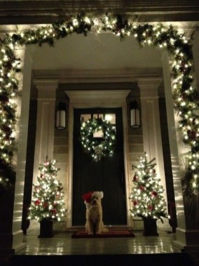 Welcoming Christmas Entryway Decoration For Your Home 06