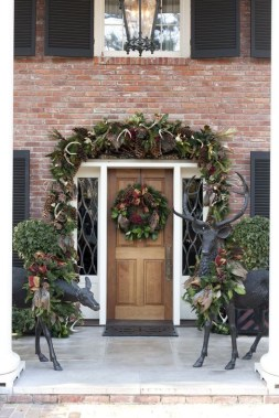 Welcoming Christmas Entryway Decoration For Your Home 07