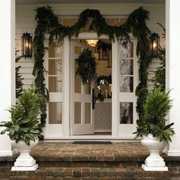 Welcoming Christmas Entryway Decoration For Your Home 12
