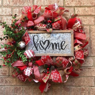 Welcoming Christmas Entryway Decoration For Your Home 34