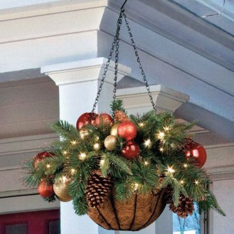 Welcoming Christmas Entryway Decoration For Your Home 35