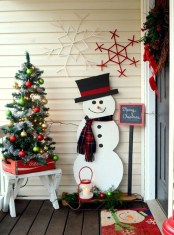 Welcoming Christmas Entryway Decoration For Your Home 36
