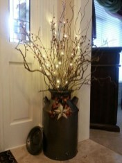 Welcoming Christmas Entryway Decoration For Your Home 37