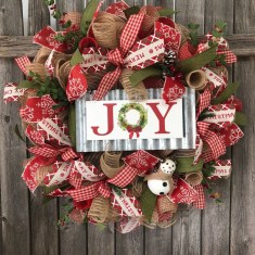 Welcoming Christmas Entryway Decoration For Your Home 38