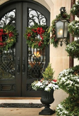 Welcoming Christmas Entryway Decoration For Your Home 43