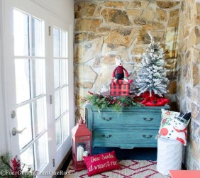 Welcoming Christmas Entryway Decoration For Your Home 57