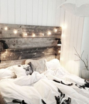 Adorable Bedroom Decoration Ideas For Winter 38