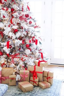 Awesome Red And White Christmas Tree Decoration Ideas 04