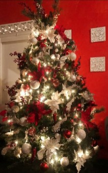 Awesome Red And White Christmas Tree Decoration Ideas 11