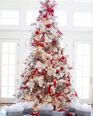 Awesome Red And White Christmas Tree Decoration Ideas 43