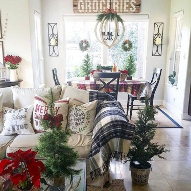 Best Ideas For Apartment Christmas Decoration 08