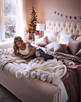 Best Ideas For Apartment Christmas Decoration 45