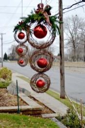 Brilliant DIY Christmas Wearth Decoration Ideas 22