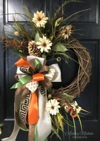 Brilliant DIY Christmas Wearth Decoration Ideas 37