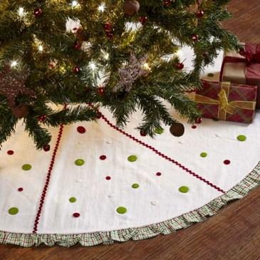 Charming Traditional Christmas Tree Decor Ideas 09