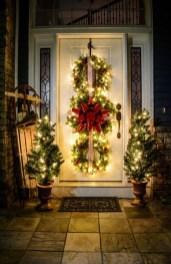 Cozy Outdoor Christmas Decoration Ideas 03